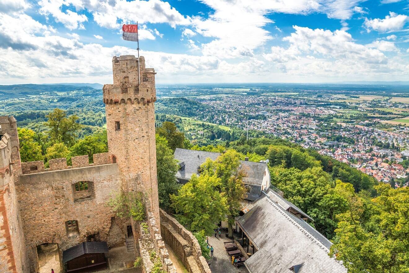 Auerbacher Schloss mit Blick auf Bensheim
