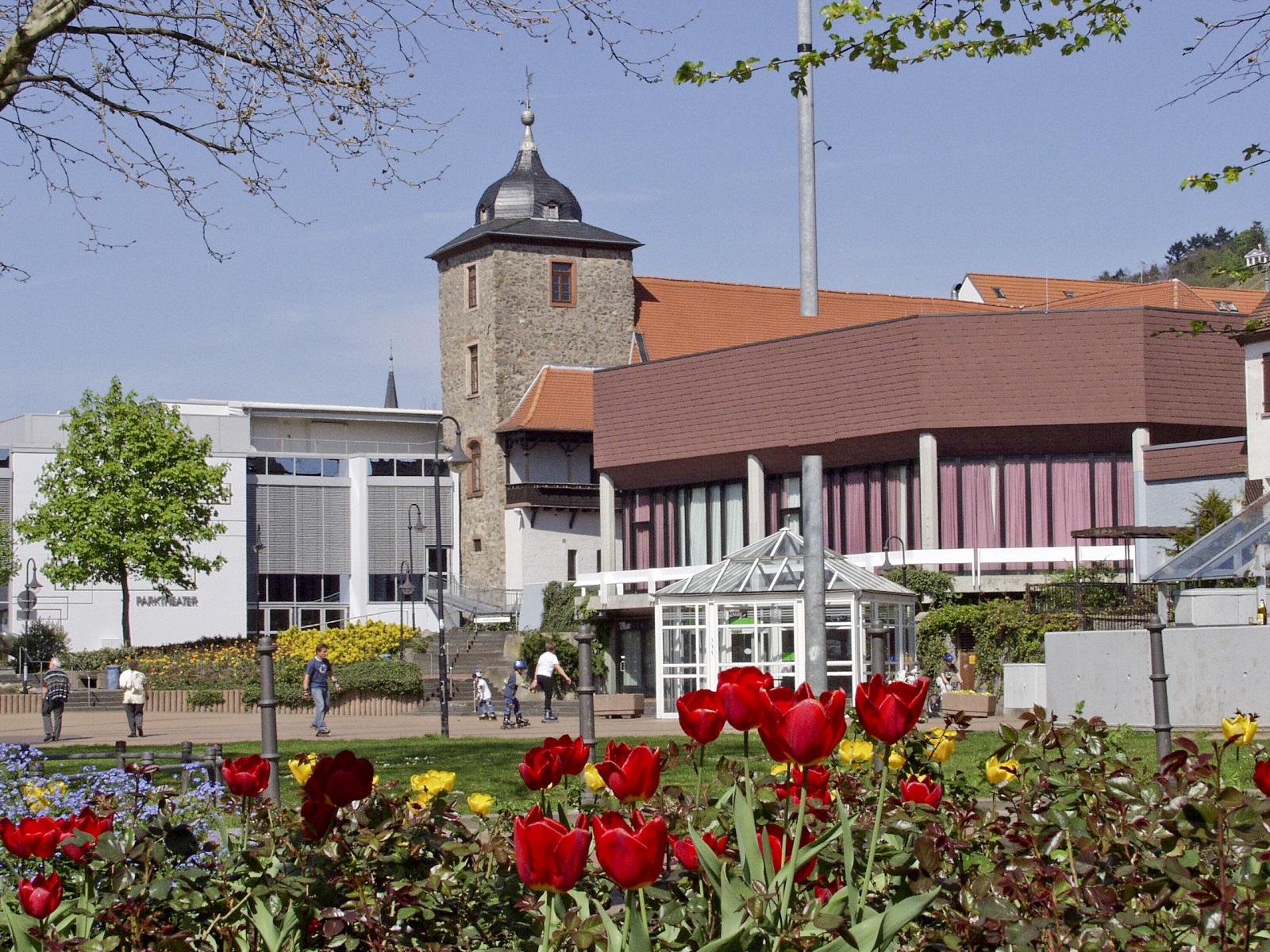 Beauner Platz mit Dalberger Hof und Parktheater